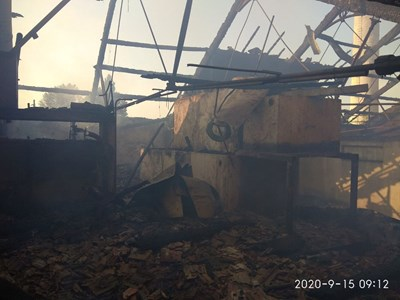 Пожарът е избухнал в неработещ склад