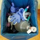 Отделете съд за отпадъци само от болни хора.