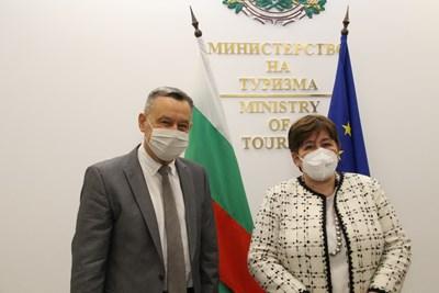 Министърът на туризма Стела Балтова по време на срещата си с посланика на Украйна Н.Пр. Виталий Москаленко. Снимка министерство на туризма