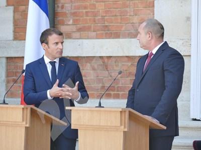Еманюел Макрон и Румен Радев на пресконференция в Евксиноград СНИМКА: Пиер Петров СНИМКА: 24 часа