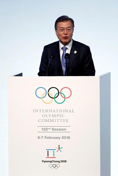 Южнокорейският президент Мун Дже-ин по време на откриването на олимпиадата. СНИМКА: Ройтерс