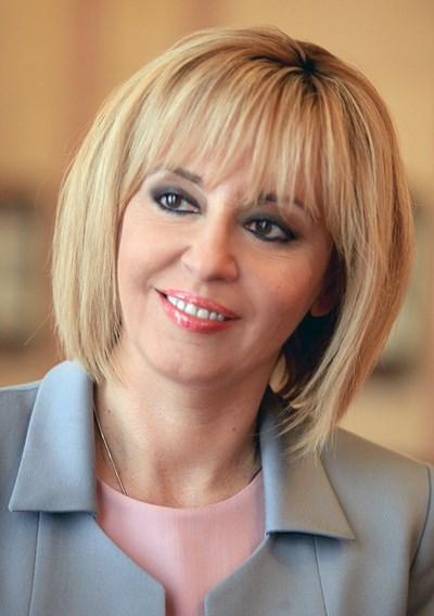 Манолова: Кафявите лъжи срещу мен няма да ме спрат, а само ще ме амбицират, реша ли да се кандидатирам