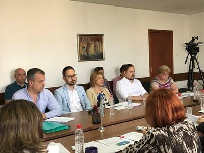 Кошлуков (вляво) и управителният съвет на БНТ бяха на отчет пред СЕМ в сряда.