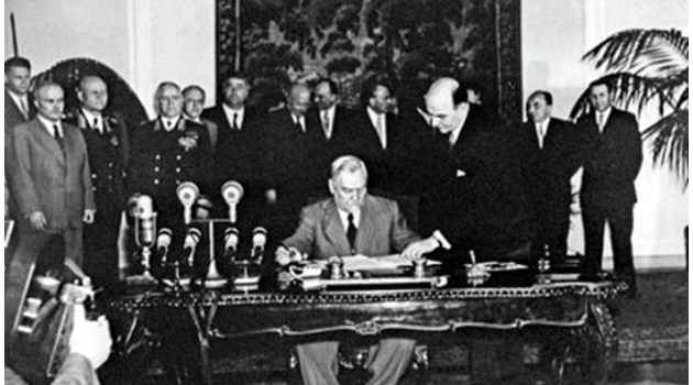 Варшавският договор помага за свалянето на Тодор Живков. На среща Петър Младенов казва на Горбачов, че започват процедурата