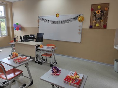 90 нови и модерно обзаведени класни стаи посрещнаха днес бургаските първокласници.