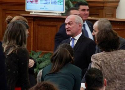 ГЕРБ смени капитана и върна опозицията в парламента (Обзор)