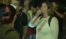 """Жена с 2 деца иска да мине през """"Ситняково"""", протестиращи й свиркат в лицето (Видео)"""