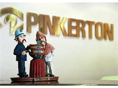 """Рецепцията на легендарната американска детективска агенция """"Пинкертон"""", която едно време в Дивия запад е преследвала издирвани от закона престъпници. Създадена през 1850 г. от Алан Пинкертон, нейните агенти през ХIХ век са разчитали само на собствените си умения и не са имали днешните шпионски джаджи. СНИМКА: РОЙТЕРС"""