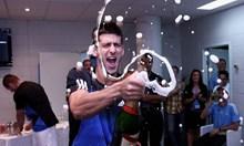 """Уникално! Новак Джокович пее стара песен на Камелия и скандира """"България"""" след голяма победа на сръбския национален отбор по тенис. Вижте видео от съблекалнята на отбора"""