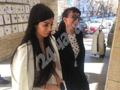 Мегз с адвокатката на Рончев Светлана Паскалева.