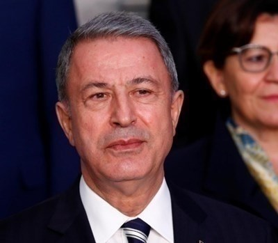 Министърът на отбраната на Турция Хулуси Акар  СНИМКА: Ройтерс