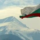 С народна носия на ски в Банско за 3 март