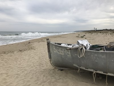 Пустите плажове като този между Камчия и Шкорпиловци привличат много хора да опъват палатки или да идват с каравани на самата ивица, но разполагането им точно там е забранено.  СНИМКА: НАДЕЖДА АЛЕКСИЕВА