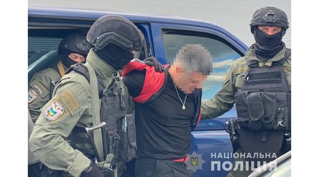 Телефон бижу от злато и черен титан с лика на Путин намерен при ареста на Брендо в Киев
