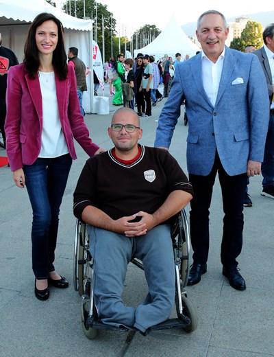 Мария Габриел и посланиците на Словения и Сърбия сред гостите на Нощта на спорта в София