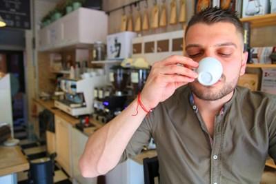 Специалисти казват, че в дългото кафе има повече кофеин, отколкото в късото. СНИМКА: Слави Ангeлов