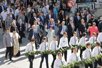 Караянчева се включи в празничното шествие за Деня на Независимостта заедно с кмета на Велико Търново Даниел Панов и заместника си Емил Христов.
