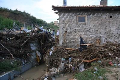 Така изглеждаше Аспарухово след невиждания потоп през 2014-а, когато кална вълна заля квартала.