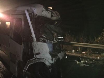 """Зловещ удар в """"отсечката на смъртта"""" - 8 незрящи и шофьорът им мъртви (Обзор, снимки)"""