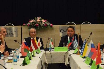 Д-р Йошитаке Йококура, президент на Йошитаке Йококура, президент на Световната медицинска асоциация (в ляво) и доц. Андрей Кехайов, президент на Югоизточно-европейския медицински форум откриха заседанието на борда на Деветия международен медицински конгрес в Босна и Херцеговина