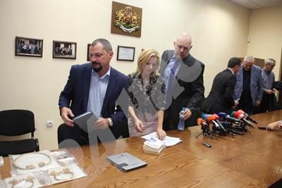 Сделката за златния венец била с българи. Снимки: Румяна Тонева СНИМКА: 24 часа
