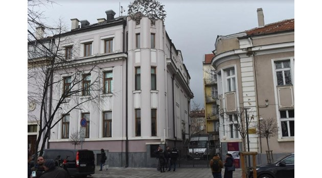 МВР и прокуратурата влязоха в офисите на Васил Божков. Неофициално има и задържани служители от Комисията по хазарта
