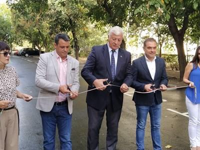 Георги Стаменов, Здравко Димитров и Пламен Райчев прерязаха лентата. Снимка: Авторът