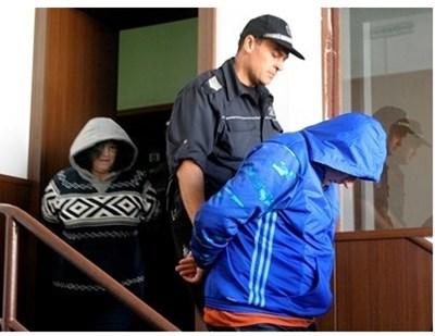 Близнаков и съпругата ми Ивона криеха лицата си на предишно съдебно заседание. Снимки: Архив