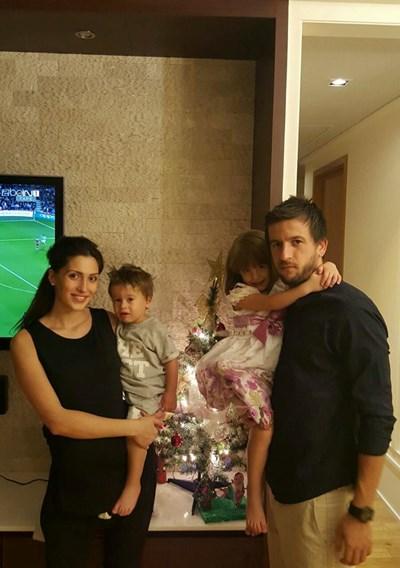 Семейство Тасевски посрещнаха Нова година в Тайланд.  СНИМКА: ФЕЙСБУК