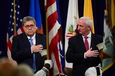 Главният прокурор на САЩ Уилям Бар (вляво) и заместникът му Джефри Роузън СНИМКА: РОЙТЕРС