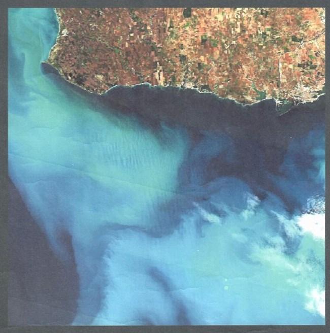 Тази снимка показа кметът Иван Портних за състоянието на морето.