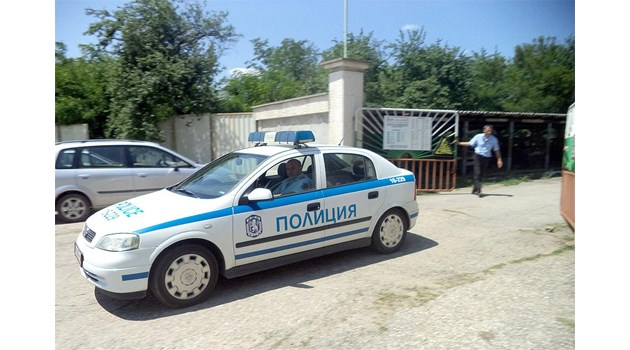 Оръжейният посредник с мазерати заплашвал чиновници