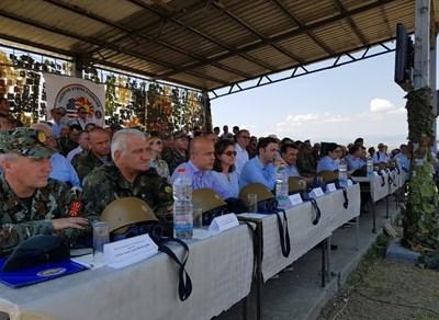 """Генерал Андрей Боцев наблюдава заключителния етап на учението """"Решаващ удар – 2019 г."""" СНИМКИ: пресцентърът на Министерството на отбраната"""