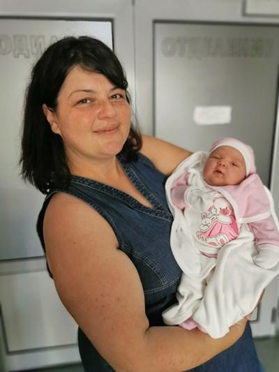 Гергана и нейното бебе гигант