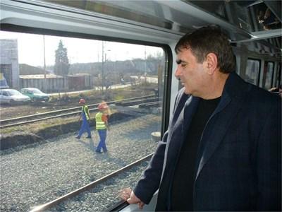Машинисти и журналисти пътуват по рехабилитирания участък Пловдив - Бургас в района на гара Стара Загора. СНИМКИ: АВТОРЪТ
