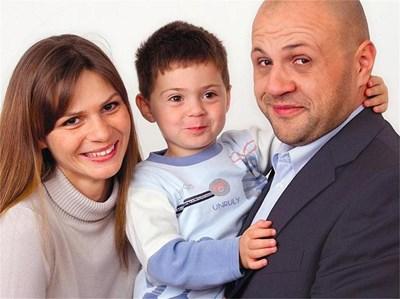 Светлана и Томислав Дончеви със сина си Александър СНИМКИ: ЛИЧЕН АРХИВ