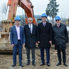 """(от ляво надясно): г-н Румен Кожухаров, секретар на община Пазарджик, г-н Тодор Белчев, председател на съвета на директорите на """"Видеолукс холдинг"""", г-н Стефан Мирев, областен управител и  г-н Стамен Иванов,  управител на """"Микс – Констръкшън"""" ООД."""