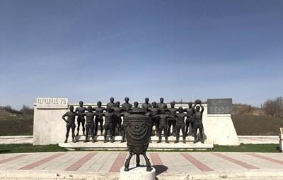 Открадната статуята на Никита Симонян в Ереван