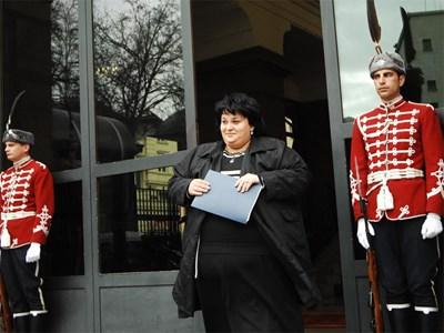 Искра Фидосова пред президентството Снимка: Архив