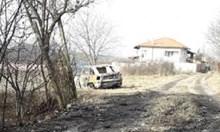 Мъж изгоря в колата си край Враца, подозират убийство