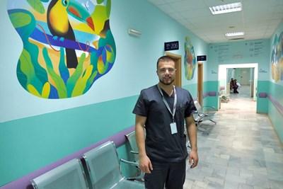 """Младият  д-р Шеип Панев сега специализира в  детската травматология на """"Пирогов.  СНИМКА: ПИЕР ПЕТРОВ"""