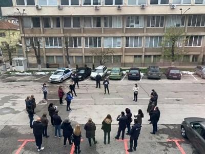 Заседание на открито на общинския кризисен щаб във Враца. Снимка на автора.