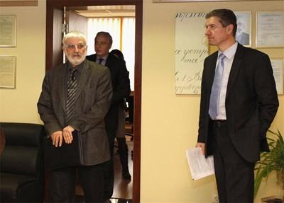 Проф. Валери Димитров, шеф на Сметната палата представя одитната програма за 2013 г. СНИМКА: Румяна Тонeва