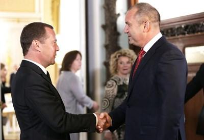 Президентът на България Румен Радев и премиерът на Русия Дмитрий Медведев  СНИМКИ: Прессекретариат на президентството