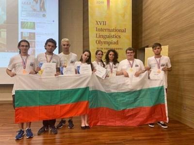 Българският отбор след награждаването.