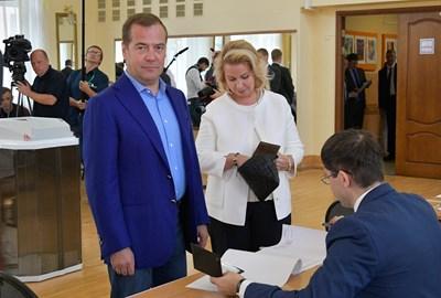 Дмитрий Медведев и съпругата му Светлана СНИМКА: Ройтерс