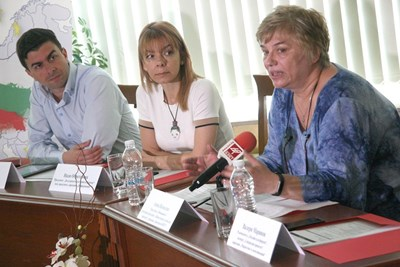 Камен Коларов, Надя Обретенова и Анна Яковлева (отляво надясно) са сред ръководителите на проекта, съфинсансиран от Европарламента. СНИМКА: Евгени Цветков