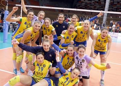 Волейболистките на пловдивския тим ликуват след историческата победа.