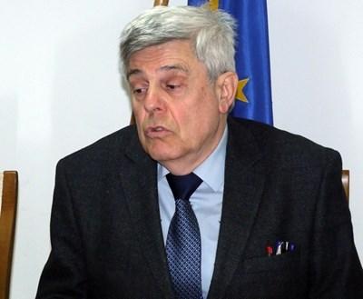 Доц. Юлиян Станчев, председател на областния пчеларски съюз в Плевен