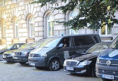 Прокуратурата влезе в президентството Снимки: Румяна Тонева